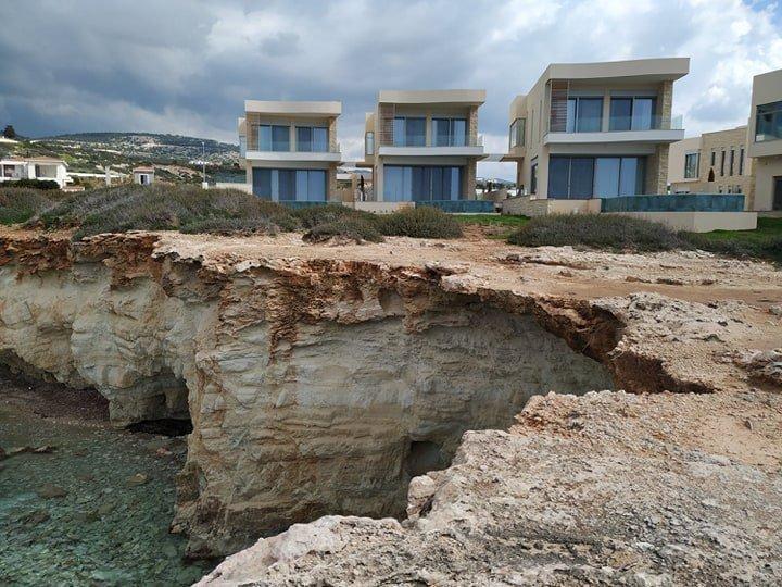 Με 2 εκατομμύρια έχεις βίλα στις Θαλασσινές Σπηλιές