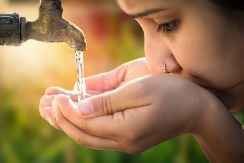 Οι ώρες που είναι καλύτερα να μην πίνεις νερό