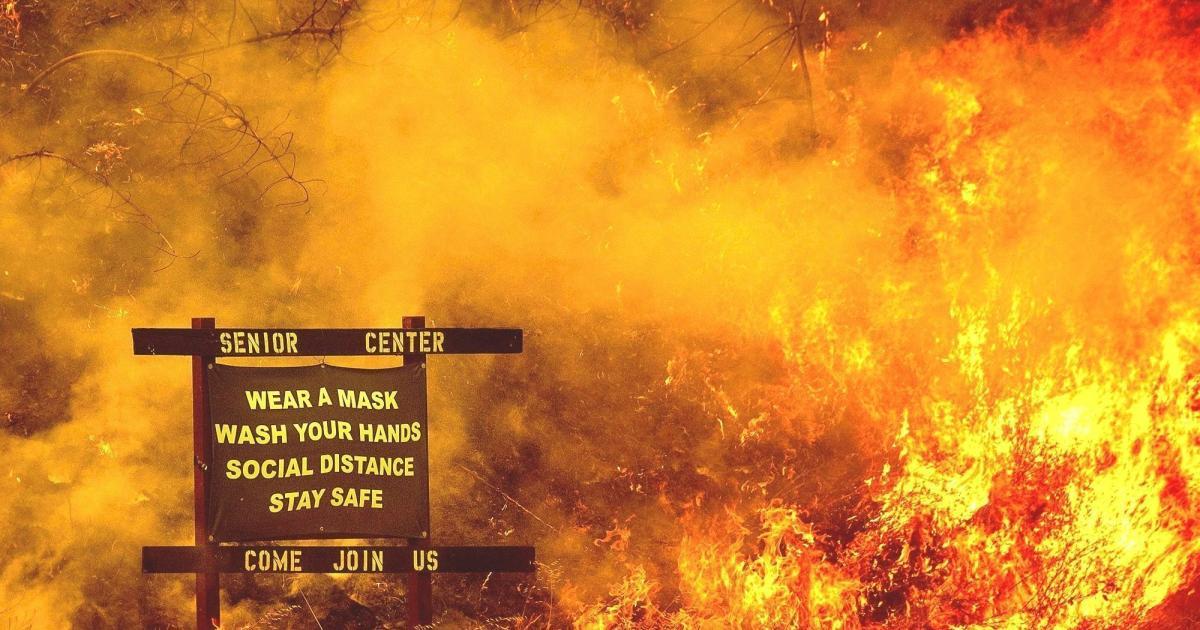 Covid και πυρκαγιές: Πόσο 2020 αυτή η φωτογραφία!